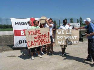 Английские болельщики: Кэмпбелл, ты не прав!